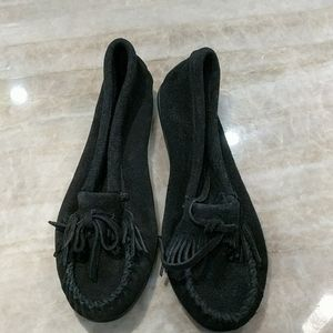 NEW black Minnetonka Suede moccasins